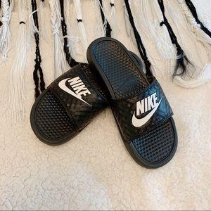 Nike- Women's black/ white benassi JDI slide